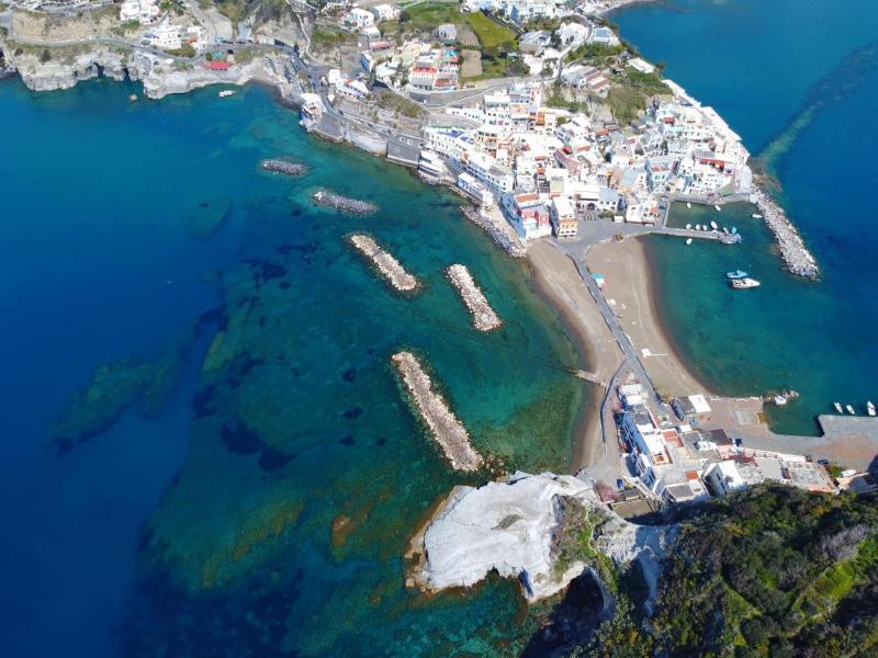 Il borgo di Sant'Angelo d'Ischia visto dall'alto